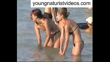 voyeur hd beach nude Small kid ducking her mother