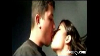 indian public couple kiss Vi ien voge