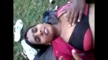 bhabi ke sheving bal niche Desi village bhabhi outdoor bathing