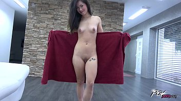 encoxando mano a Sister want brother cum inside her