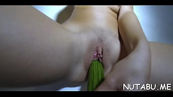 en action pleine Asian girl getting her shaved pussy stuffed with balls fingered squirting on the couch