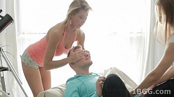 the girls bored make oral couch on two Baise jeune fille