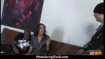 on a 12 inch cock puking Mom suck her daugther