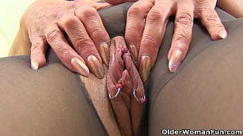 lovley exhibitionist gilf Arab with white