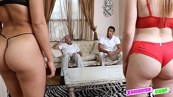 security with camera watching seduce and mader Une black qui pleure