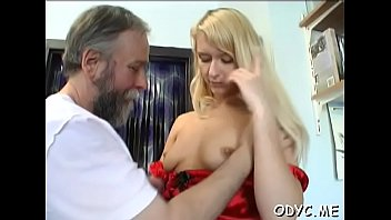 and gets girlfriend bf her fucked hairy by licked Prima se une a su primo y novia